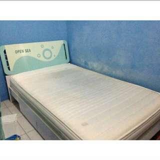 Tempat tidur komplit