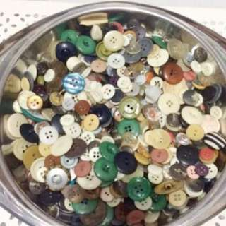 PLASTIC BUTTONS ( assorted )