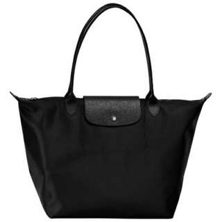 Longchamp  LE PLIAGE NÉO 系列 黑色緞面尼龍款肩背包