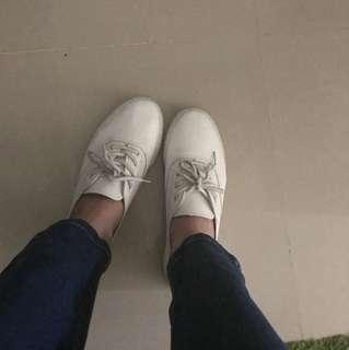二手 女生 小白鞋 24.5 女鞋平底