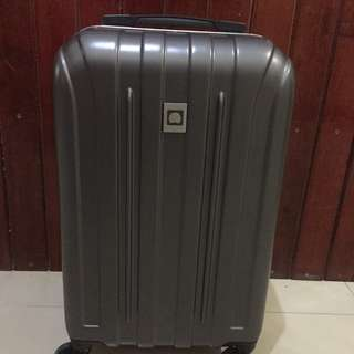 DELSEY meduim sized hard case trolley