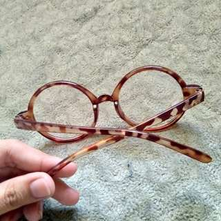 Eyeglass (for two)