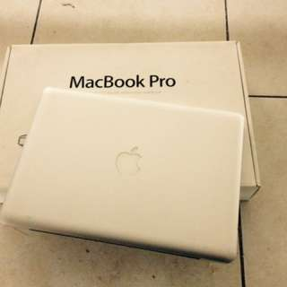 MacBook pro late 2011 core i5 2.4ghz 4gb memory 500gb hardisk