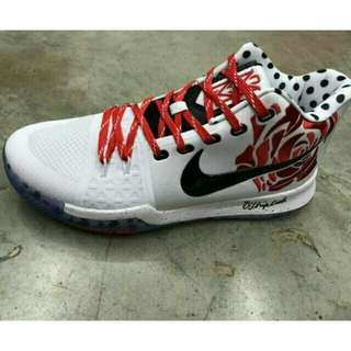 """Kyrie 3 """"Mom"""" (Limited Edition)"""