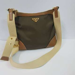 AUTHENTIC PRADA CROSSBODY BAG MADE IN ITALY VERY GOOD CONDITION RM7XX COD KOTA BHARU http://www.wasap.my/60148363708