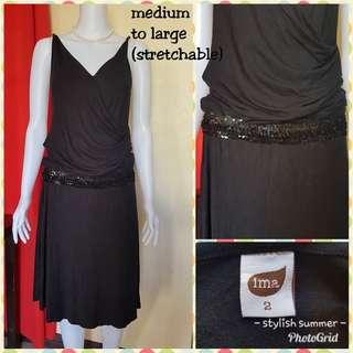 Dress fits medium to large