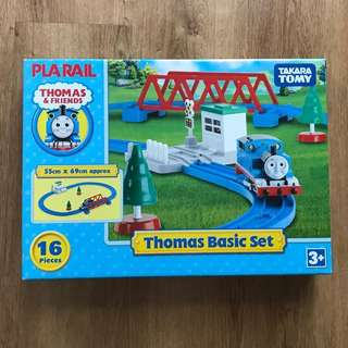BNIB Thomas & Friends Pla Rail Basic Set