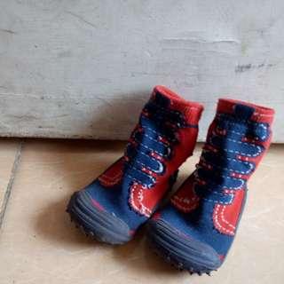 Sepatu karet/skidder