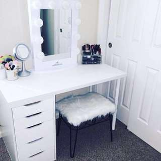 ❗️Sale Vanity Table and Mirror