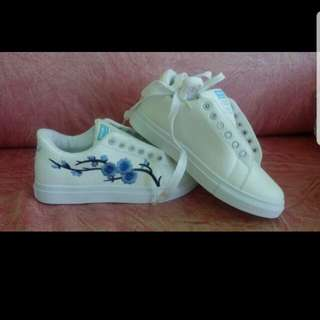 Women's White Shoes Rose Embroidered