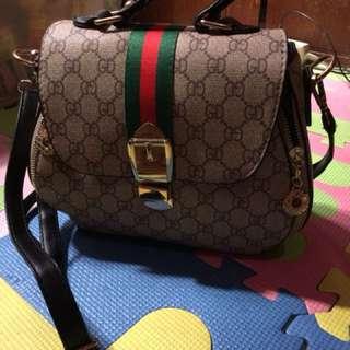 Gucci sling  bag .. d po xa original d din po replica