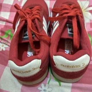Sepatu olah raga adidas