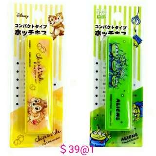 日本迪士尼 三眼仔 大鼻鋼牙 釘書機 可放筆盒