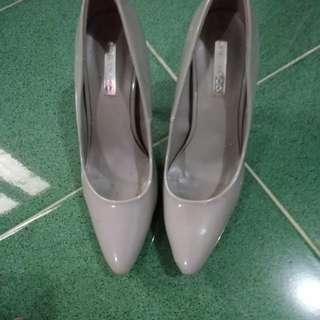 Sepatu grey urban co