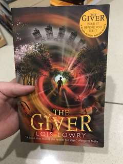 Novel Bahasa Inggris The Giver by Lois Lowry