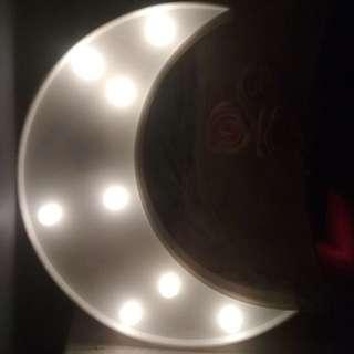 Lampu hias bentuk bulan