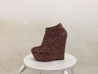 Janeo by Janilyn Cheetah print wedge shoes