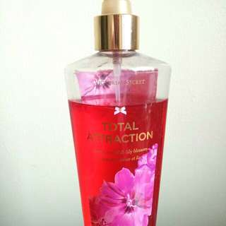VS Total Attraction Fragrance mist