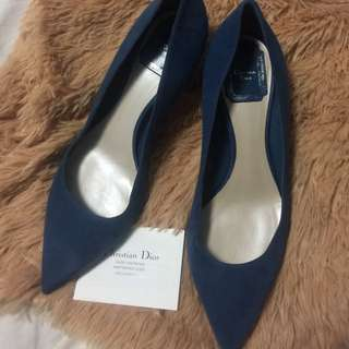 im selling preloved Christian dior shoes blue! sign of usage'