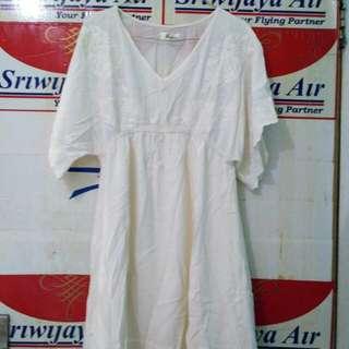 Dress white cream