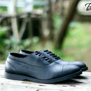 Bradley's Eleanor Black material Kulit Pull Up |  size 39-43