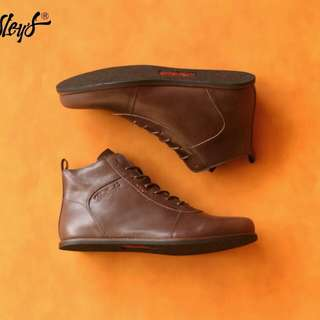 size 39-43 Bradley's Erudite Brown Material Pull Up Leather