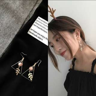預購款a-氣質楓葉三角形耳環