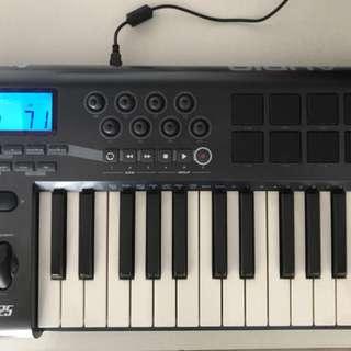 M AUDIO AXIOM 25 keys midi controller