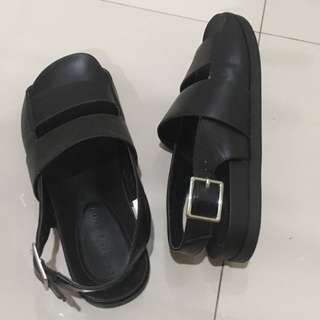 Charles n keith sepatu sandal