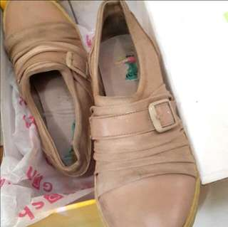 Gosh shoes ( include the box )