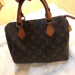 Louis Vuitton bag size 25