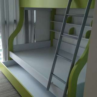 Double deck bed frame with pull out