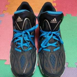 愛迪達球鞋