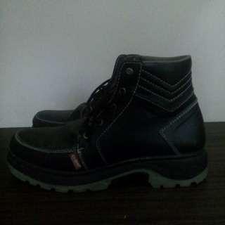 Sepatu kickers size 42 idr 400rb