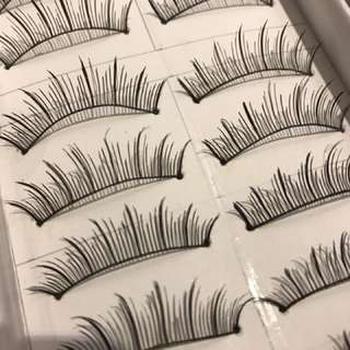 BN: fake lashes