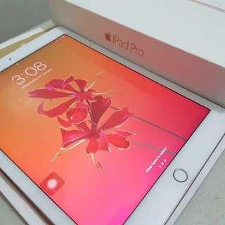 iPad PRO 9.7 32GB WIFI Rosegold with Keyboard