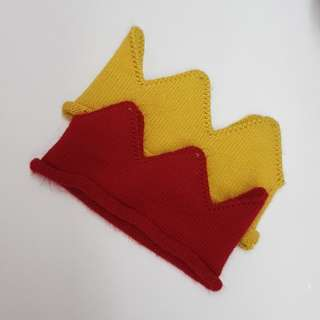 Kings crown red and mustard
