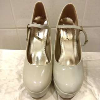米白色漆皮8CM高跟鞋新娘鞋伴娘鞋