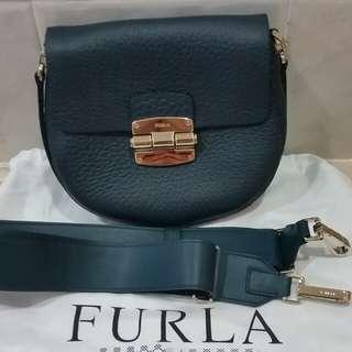 全新Furla 手袋 (原價$3,590)可斜揹側揹