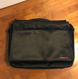 Laptop carrier (can fit 15.7 inch)