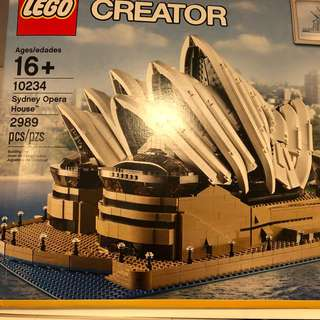 New in mint box Lego sydney opera house 10234