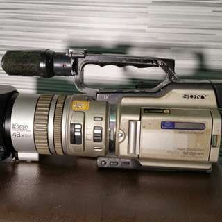 Sony DCR-VX2000 digital video camera