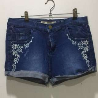 Dorothy Perkins embroidered stretch shorts