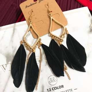 Black feather dinner earring