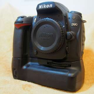Nikon D90 free Nikon MB-D80 grip