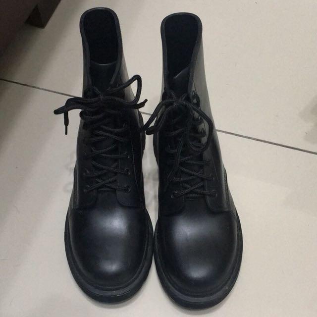 (私物)黑色馬丁綁帶軍靴38