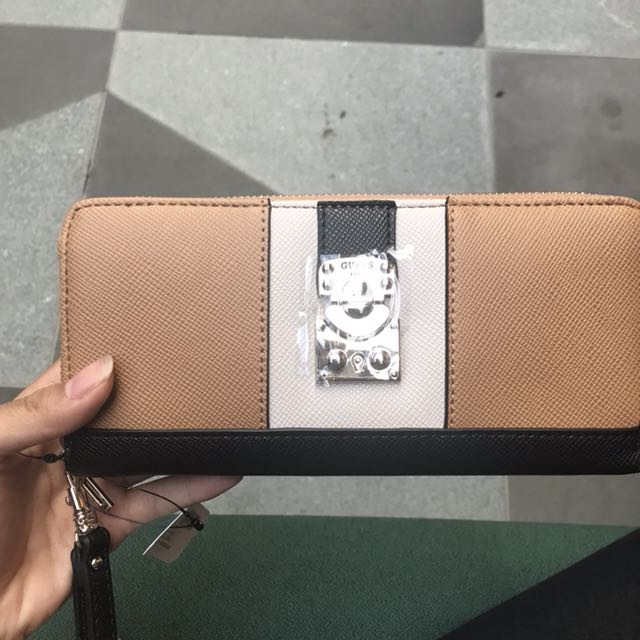 Authentic GUESS Wallet BNWT