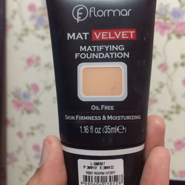Flormar mat velvet matfying foundation