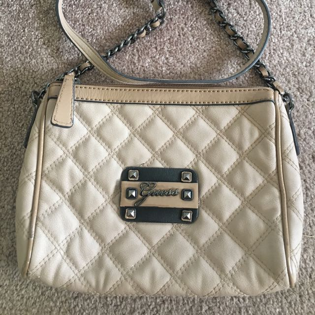 GUESS quilted beige/black hip bag clutch
