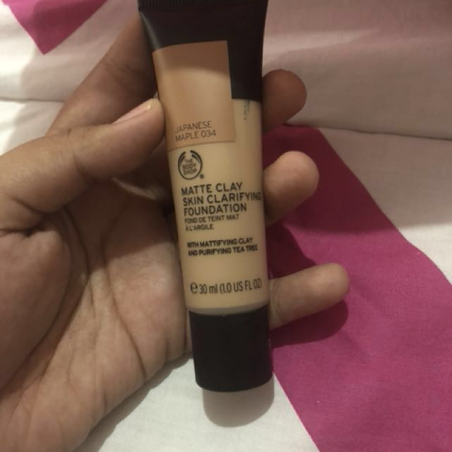 Matte clay skin clarifyinf foundation (free mascara maybelline the falsies push up drama)